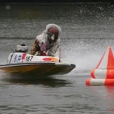 雨が多いレース場の支部の選手は、雨が少ないレース場の支部の選手に比べると、雨に対しての経験値が圧倒的に多い