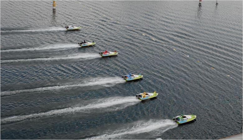 軸として固い艇がいるレース