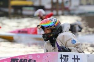 競艇選手の坪井康晴(つぼいやすはる)は脅威の強さと3連対率を誇る凄腕レーサー